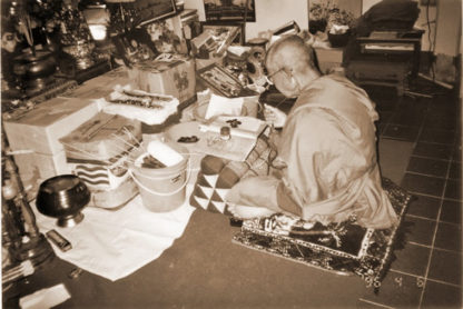 Luang Por Pratueang Wat Dan Jaroen Chai Blessing Amulets