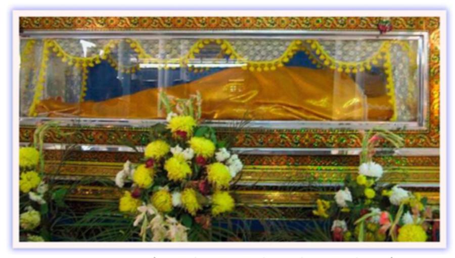Luang Por Pratueang in Glass Coffin at Wat Dan Jaroen Chai